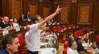 Ermənistan parlamentində dava - Müxalifət iclası dayandırdı