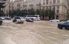 Bakı küçələri su altında qaldı - VİDEO