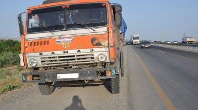 """Minik avtomobili """"KamAZ""""-la toqquşdu – 21 yaşlı qız yaralandı"""