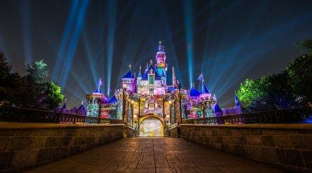 """""""Disneyland"""" fəaliyyətini bərpa etdi – VİDEO"""